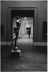 Elliott Erwitt - Metropolitan Museum, New York City
