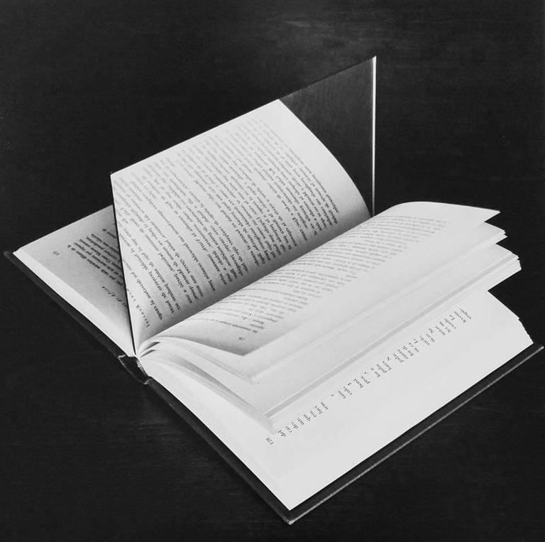 Chema Madoz - Libro / Espejo, Madrid (Book/Mirror) 1
