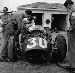 Jesse alexander maserati 250f formula one cars pau for Cartier bresson monza