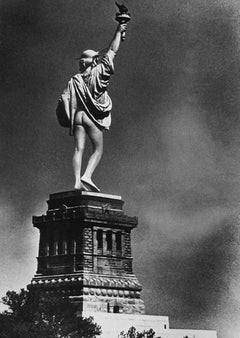 Statue of Liberty Mooning