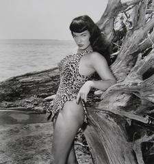 Bettie Page Standing with Driftwood, Miami Beach, FL