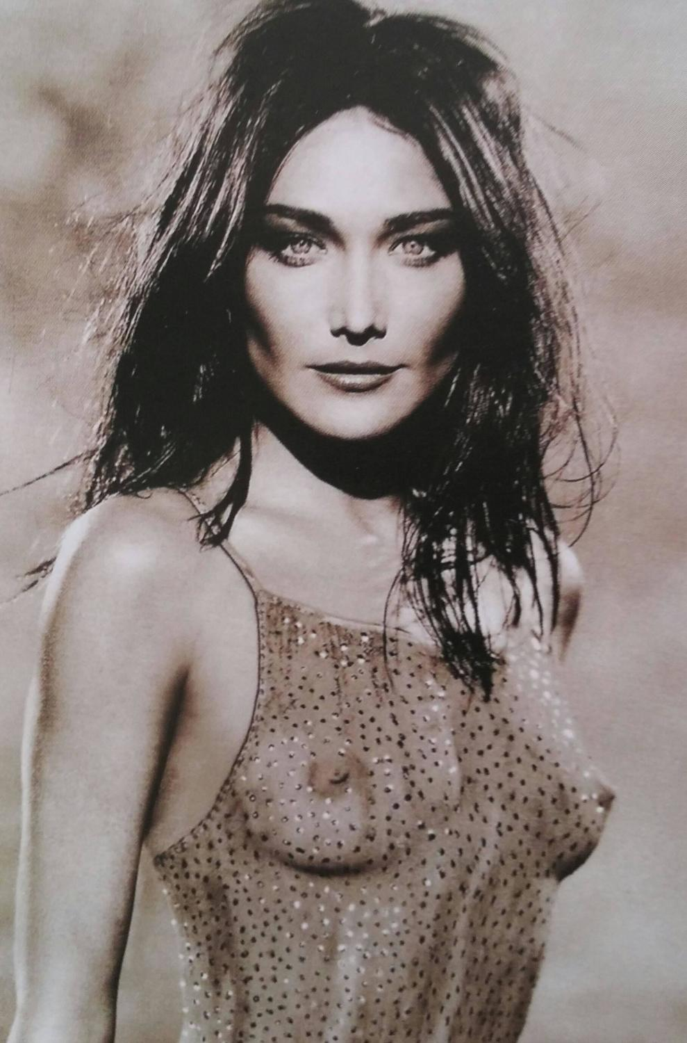 Carla Bruni Photo Gallery and Forum -