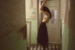 Photography - NOTE  (figurative, nude)