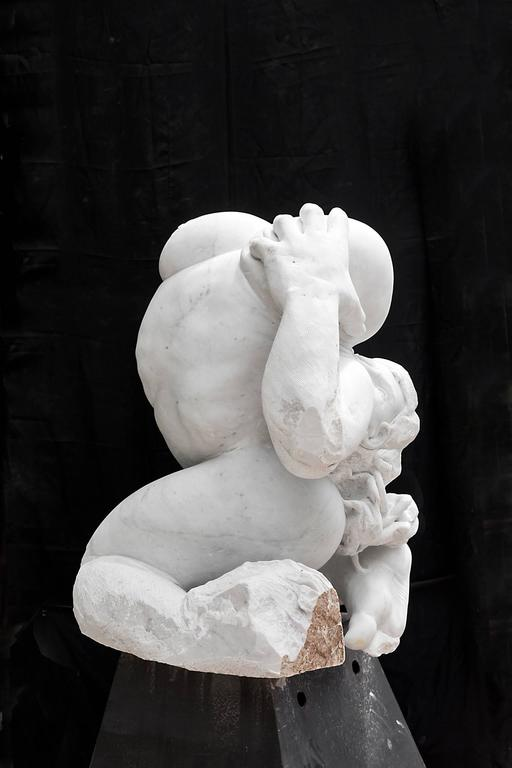 Madre Terra - hand carved figurative Carrara marble sculpture - Contemporary Sculpture by Lorenzo Vignoli