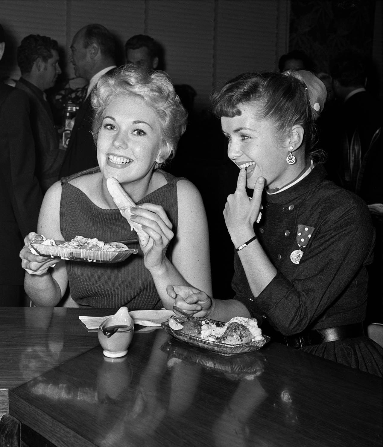 Frank Worth Kim Novak And Debbie Reynolds At Schwabs
