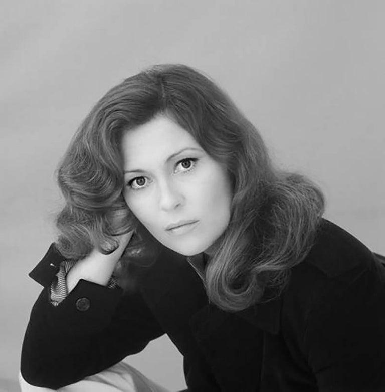 Terry O'Neill Portrait Photograph - Faye Dunaway Orange Portrait 2