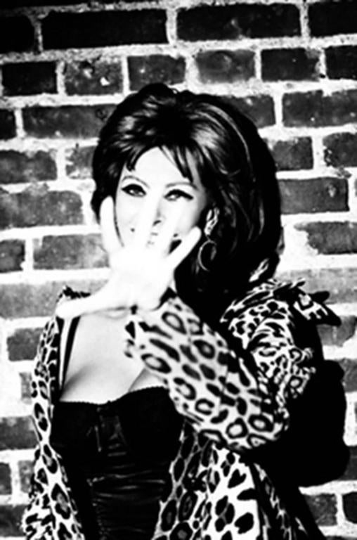 Ellen von Unwerth Black and White Photograph - Sophia Loren, New York
