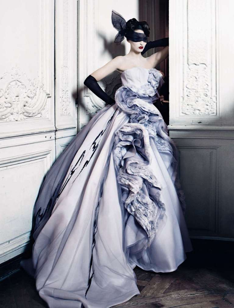 Patrick demarchelier christian dior haute couture for Dior couture dress price