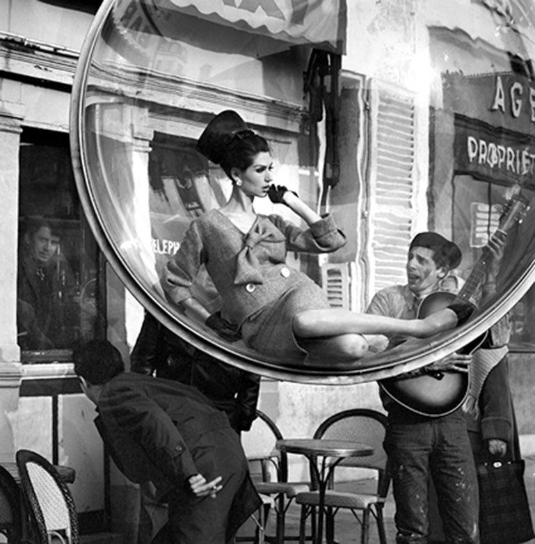 Bubble Guitar Serenade, Paris