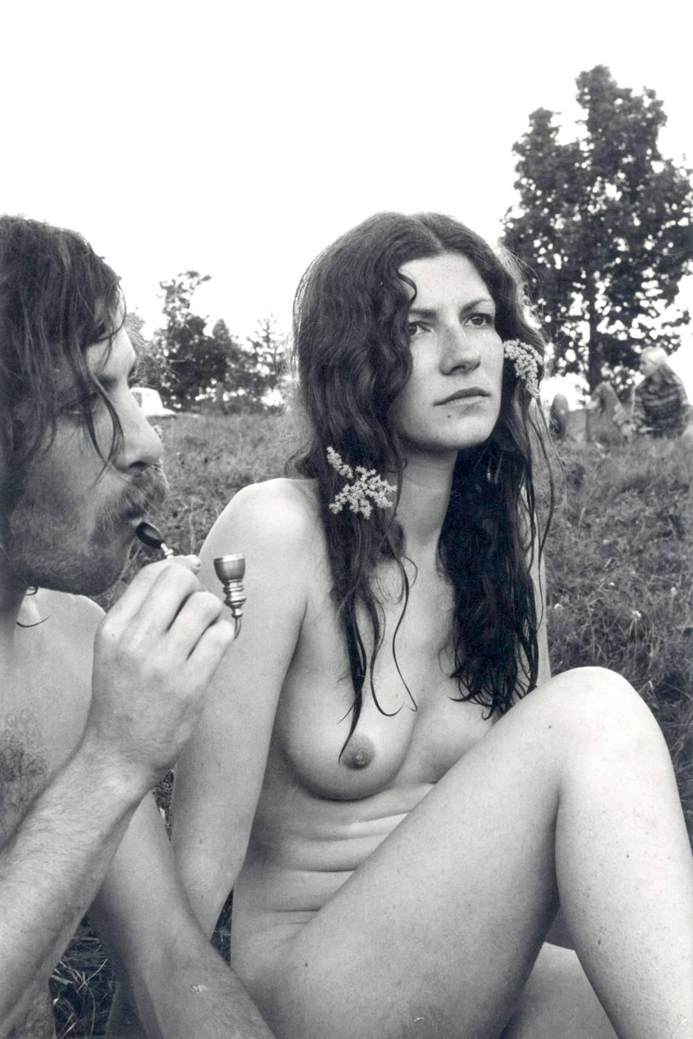 Burk Uzzle - Woodstock Man And Pipe, Naked Woman For -1804