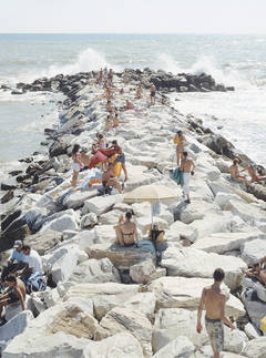 Massimo Vitali - Madima Wave (vertical), from Landscape with Figures