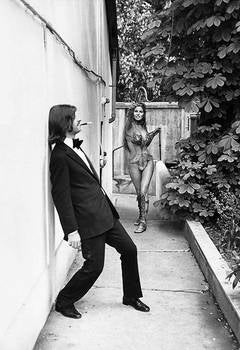 Terry O'Neill - Raquel Welch and Ringo Starr