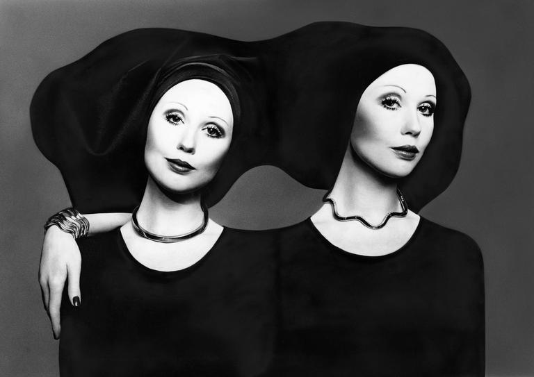Gian Paolo Barbieri - Lilly Bistrattin per Pomellato, Vogue Italia 1971 - Photograph by Gian Paolo Barbieri