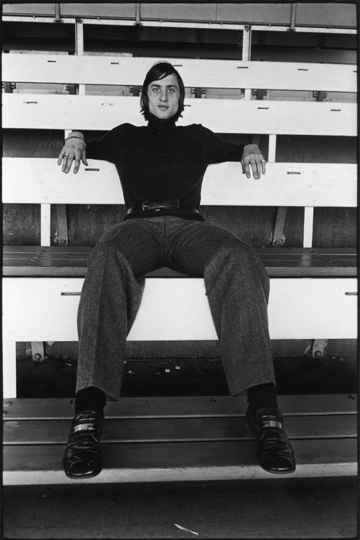 TERRY O\'NEILL Black and White Photograph - Johan Cruyff, 1972