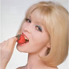 Close Up Nico Strawberry, 1960
