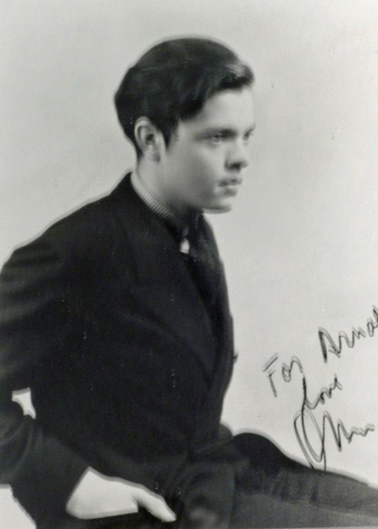 ORSON wELLES - SIGNED PHOTOGRAPH - Photograph by Unknown