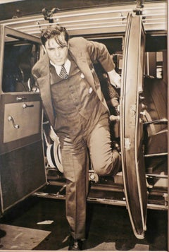 WENDELL WILLKIE STEPPING OUT OF A CAR