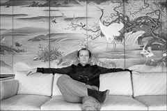 Jack Nicholson on the sofa in his room at the Carlyle Hotel in 1981