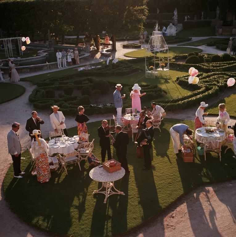 'Garden Party' Miami 1970 (Perspex face mounted Aluminium Dibond) - Photograph by Slim Aarons