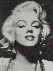 Marilyn Monroe Portrait (White)