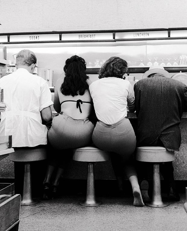 Julian Wasser - Marcel Duchamp and Eve Babitz (1963) Color