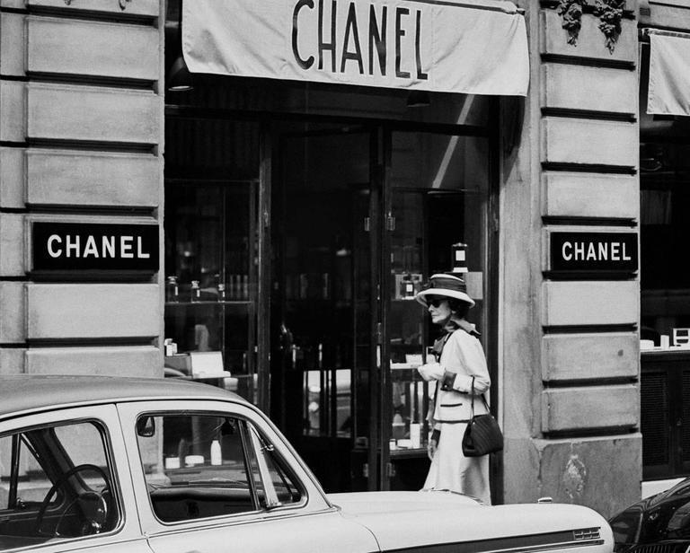 Douglas kirkland coco chanel storefront 1962 photograph for Chanel locations in paris