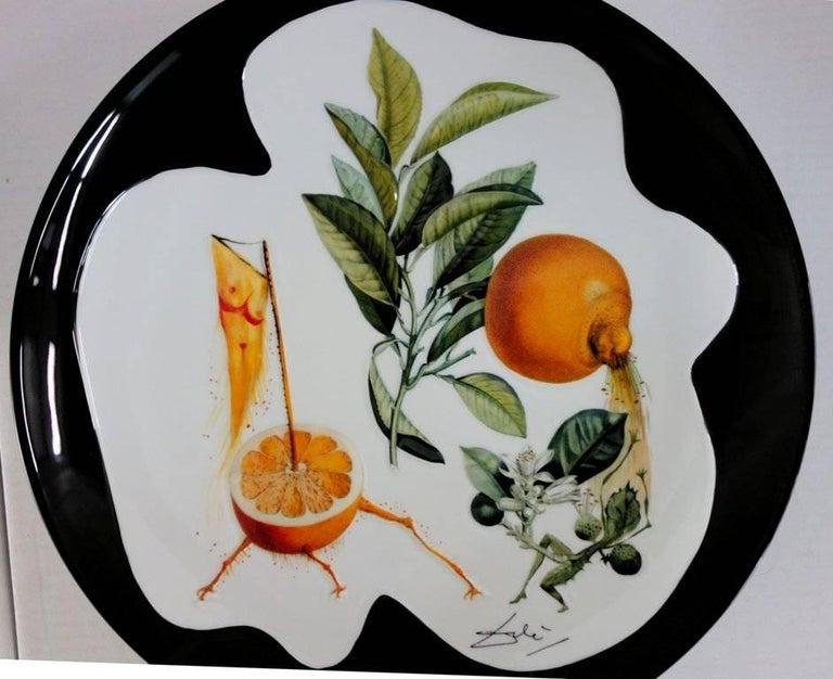 Flordali, Erotic Grapefruit - Porcelain dish (Black finish) - Gray Figurative Sculpture by (after) Salvador Dali