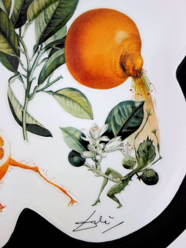 Flordali, Erotic Grapefruit - Porcelain dish (Black finish) For Sale 1