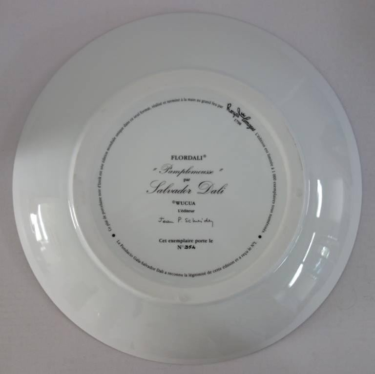 Flordali, Erotic Grapefruit - Porcelain dish (Black finish) For Sale 3