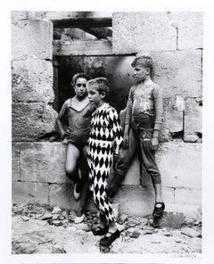 Trio de Saltimbanques, Arles 1955
