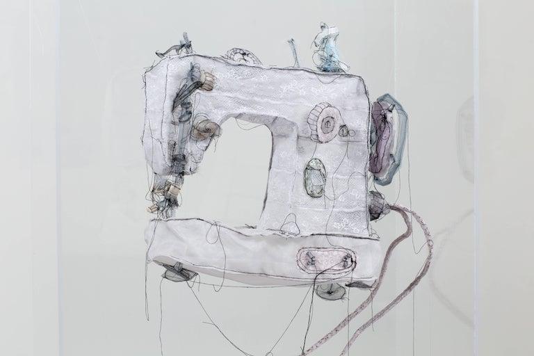 Jannick Deslauriers Figurative Sculpture - Machine à coudre