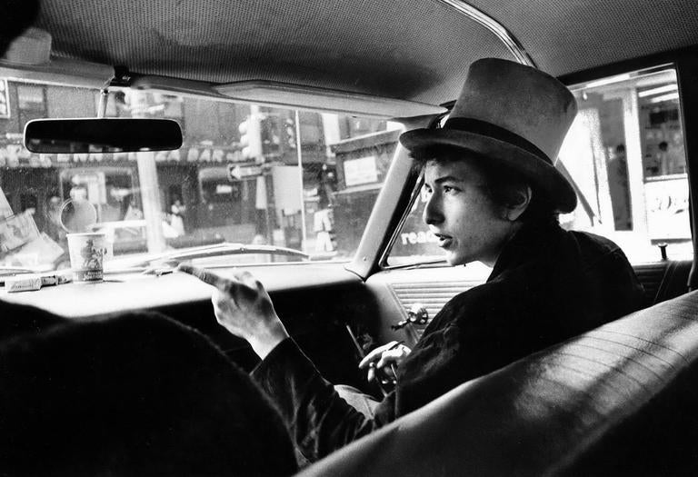 Daniel Kramer Black and White Photograph - Bob Dylan with Top Hat Pointing In Car, Philadelphia, PA