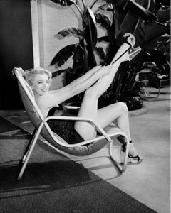 Marilyn Monroe Poolside with Leg Up, Los Angeles