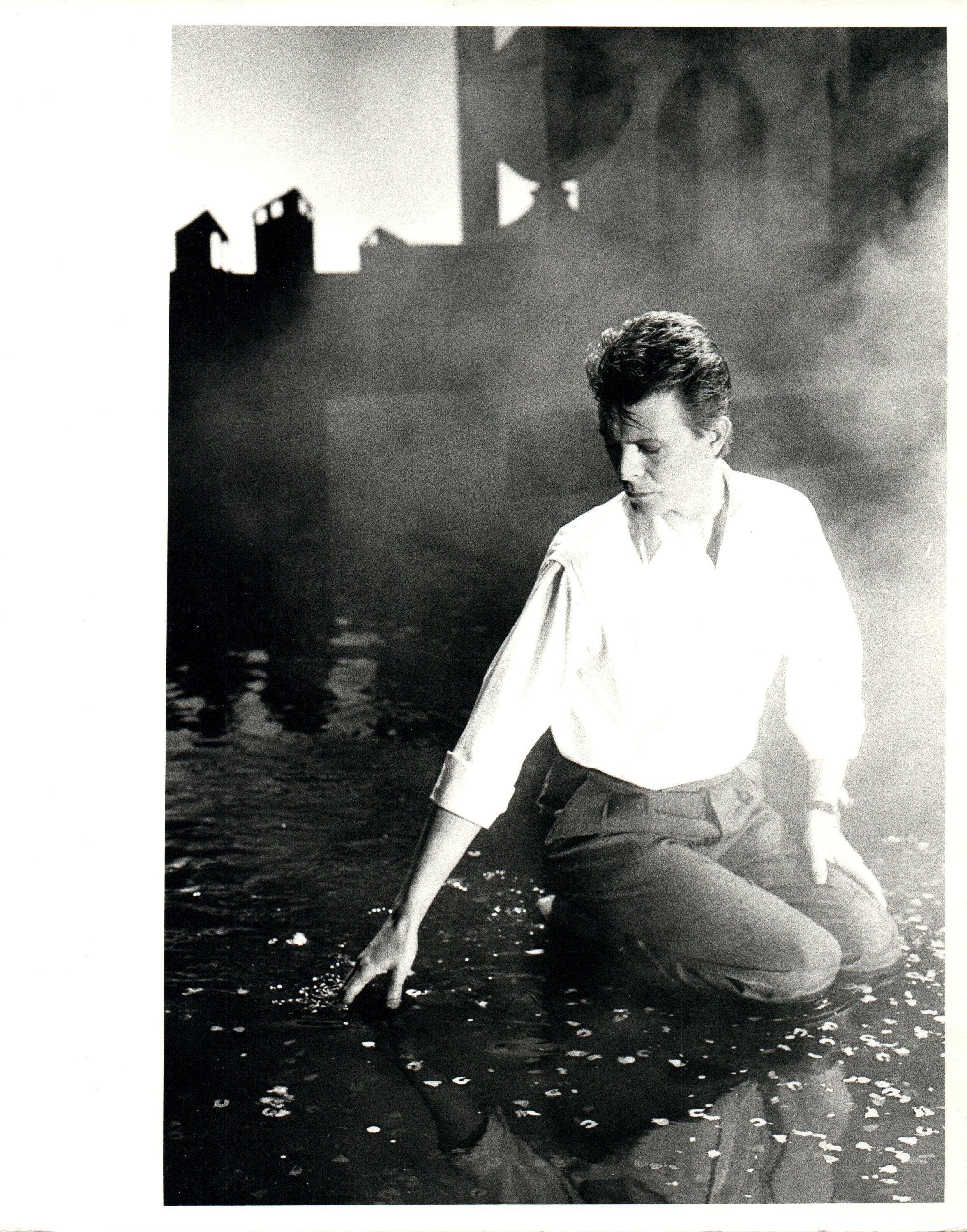 David bowie loving the alien vintage original photograph