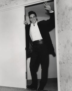 Elvis Presley Waving in Doorway Fine Art Print