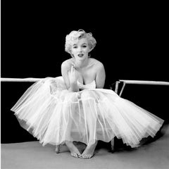 Marilyn Monroe, Ballerina Sitting, October 1954 (HOLLYWOOD, B&W PHOTOGRAPHY)