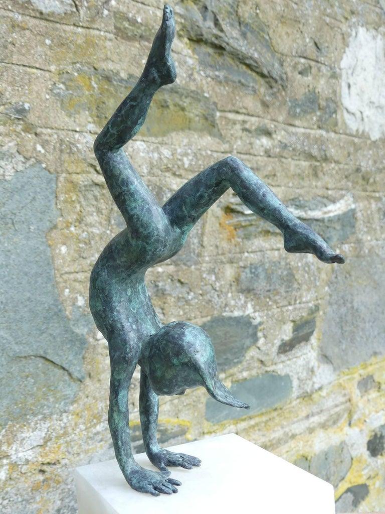 Alison Bell Figurative Sculpture - Tick Tock