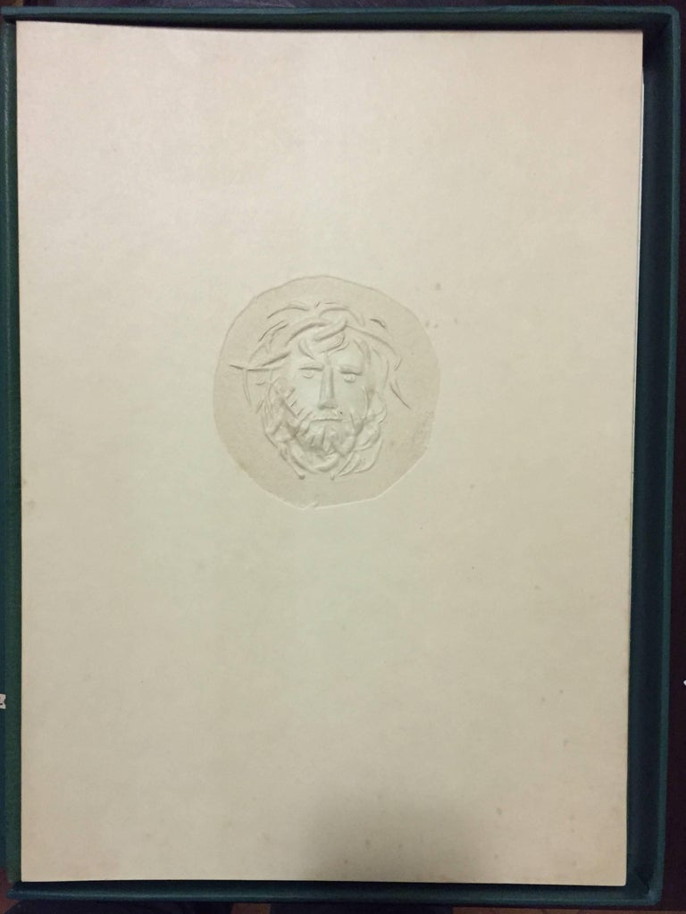 Original editorial cover with slipcase of green cardboard. On the cover, an original medallion sculptured by the artist on cardboard, showing the head / face of Oedipus in relief. Edition of 114 copies including 7 original etchings numbered and