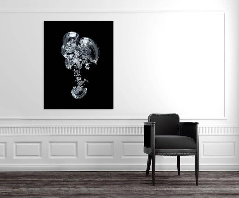 Gravity Bulle d'air 01  (Large) - Photograph by Seb Janiak