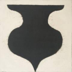 black vase (with ivory)