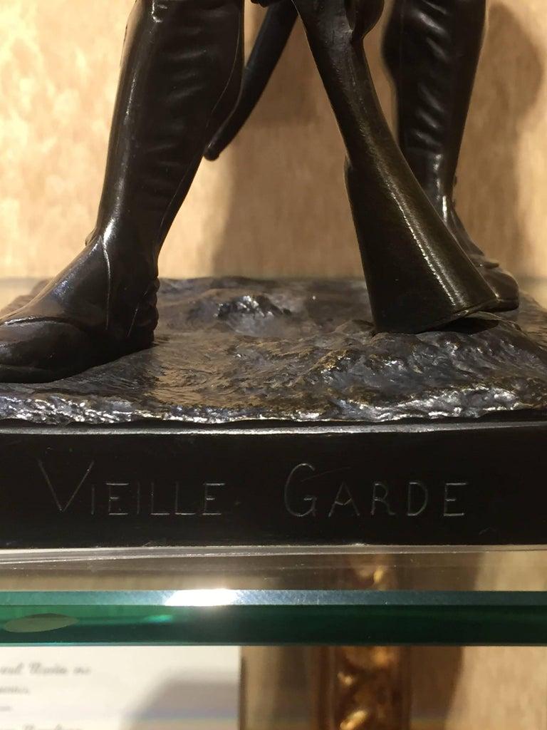 Grenadier a Pied de la Garde Imperiale  - Gold Figurative Sculpture by Armand Le Véel