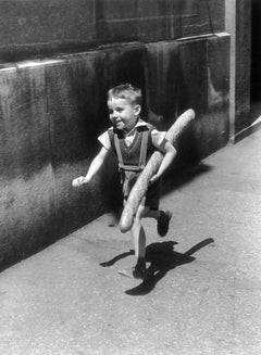 Le Petit Parisien, Paris, 1952, gelatin silver print, signed by Willy Ronis