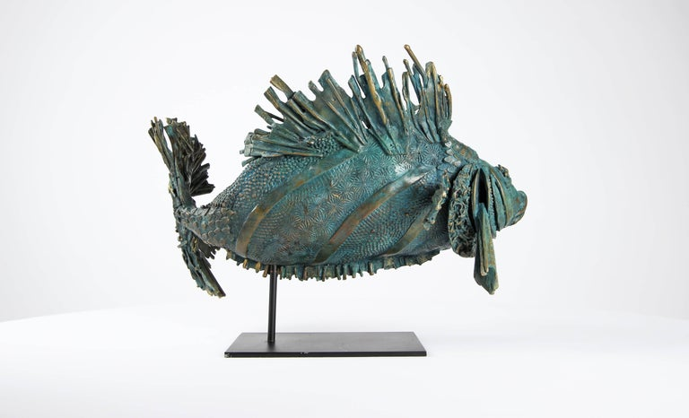 Love Fish - Gold Figurative Sculpture by Chésade