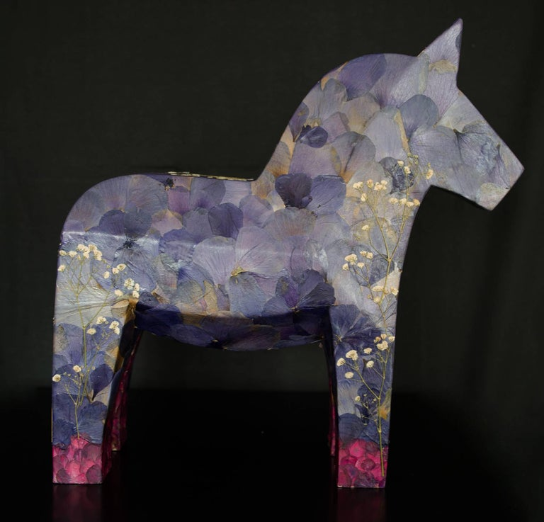 Aoi aoi ano sora (the blue sky), pressed flowers on wood horse - Sculpture by K-OD