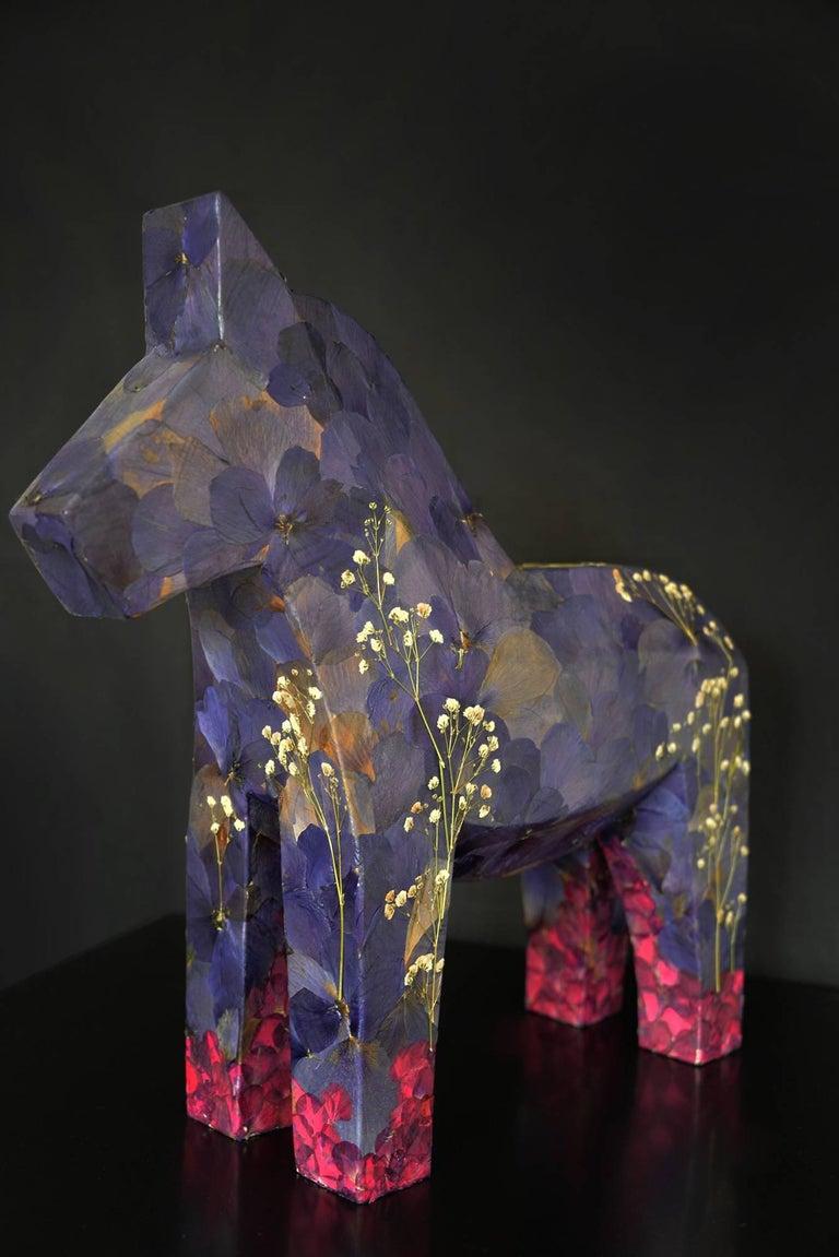 K-OD Figurative Sculpture - Aoi aoi ano sora (the blue sky), pressed flowers on wood horse