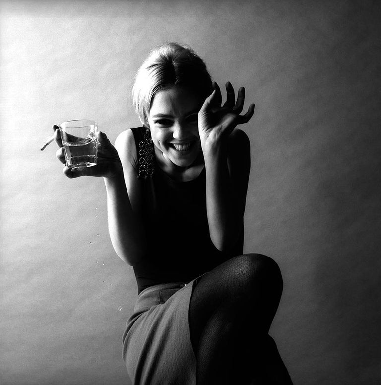 Edie Sedgwick, Super Star, 1966 - Jerry Schatzberg (Portrait Photography) Signed on Reverse Silver Gelatin Print From an Edition of 20  8 x 10 in 25 + 5 AP 4,500 USD (20.32 x 25.4 cm)  Jerry Schatzberg's portraits are characterised by their
