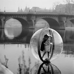 Bouquet Seine, Paris, 1963 - Melvin Sokolsky (Black and White Photography)