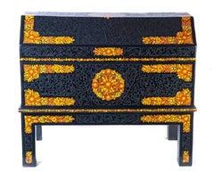 Baul con motivos de flores / Woodcarving Lacquer Mexican Folk Art