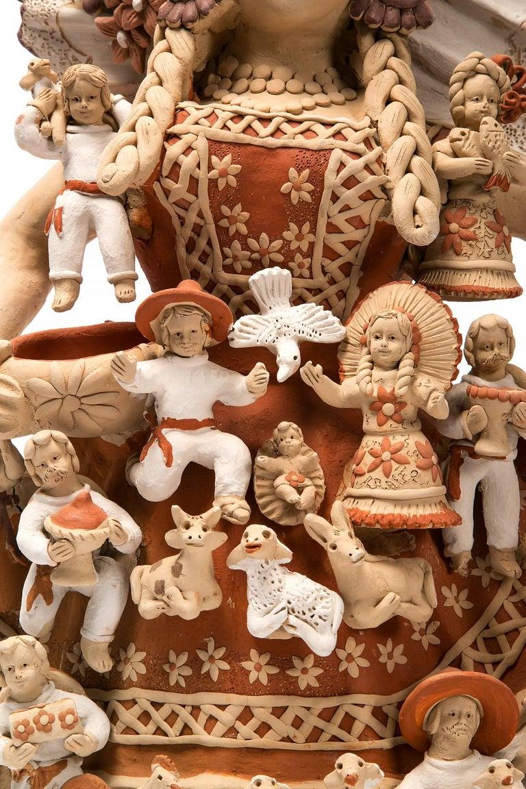 Tehuana con Nacimiento / Ceramics Mexican Folk Art Clay Nativity - Brown Figurative Sculpture by Enedina Vasquez Cruz