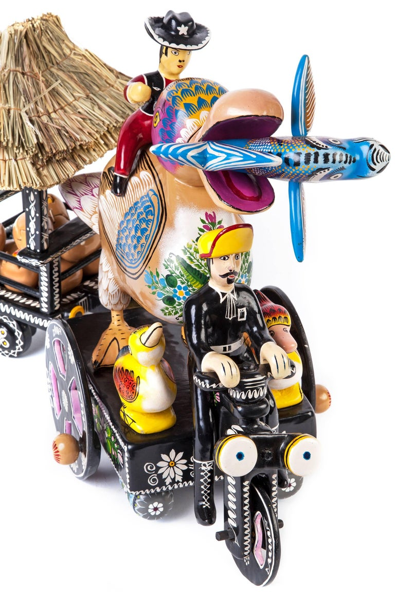 Pato / Wood carving Lacquer Sculpture Mexican Folk Art For Sale 1
